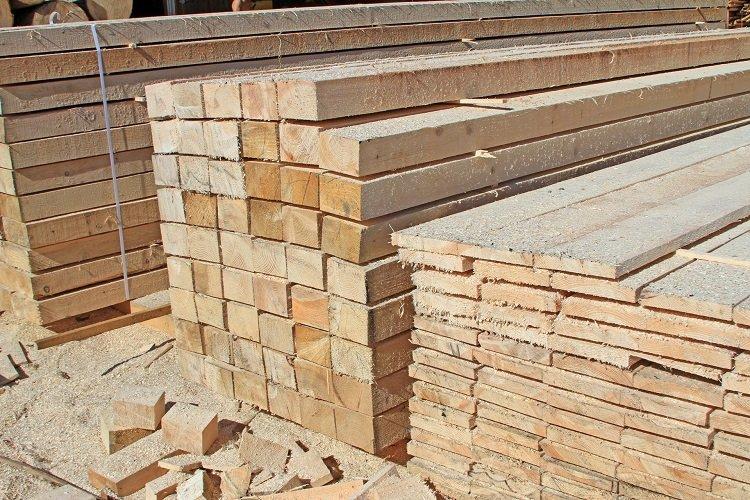 file di assi di legno