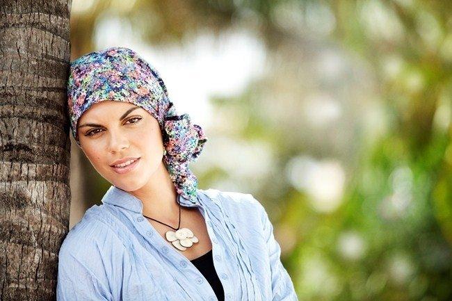 Turbante fair fashion i stoffa a fiori con nastro e fiocco laterale