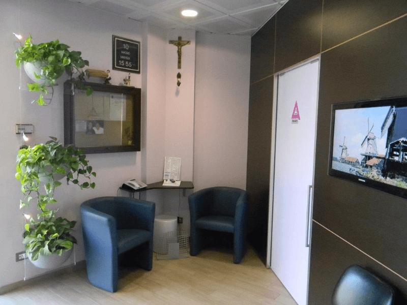 sala di aspetto agenzia Alfano in provincia di Palermo
