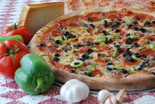Freshly baked pizza in Kihei, HI