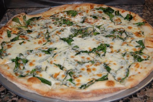 Gormet white spinach pizza available in Kihei, HI