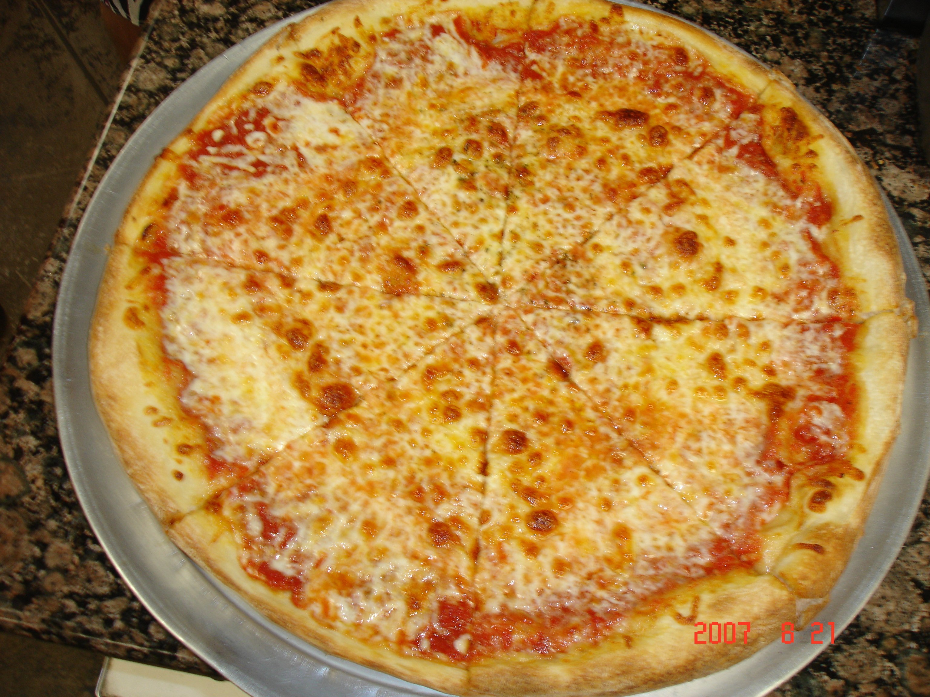Authentic New York style pizza and sandwich available in Kihei, HI