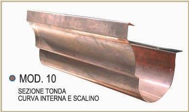 Sezione tonda con curva interna e scalino