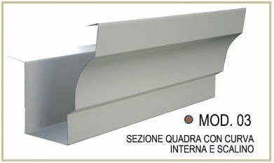 Sezione quadra con curva interna e scalino