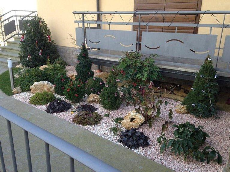 Giardini moderni con sassi cool favoloso aiuole con sassi e piante grasse mi my with giardini - Giardini decorati con sassi ...