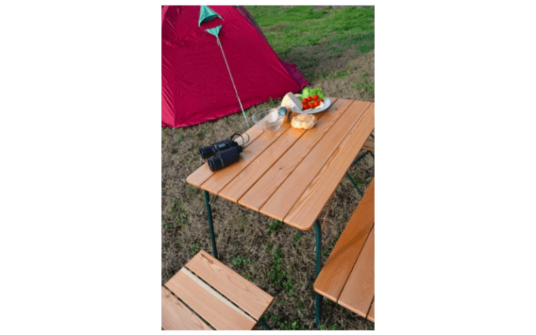 tavolino da campeggio in legno