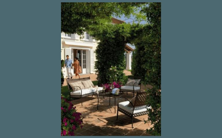 giardino con salotto