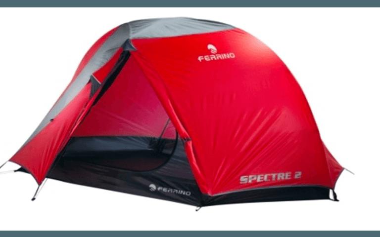 tenda rossa per escursionista