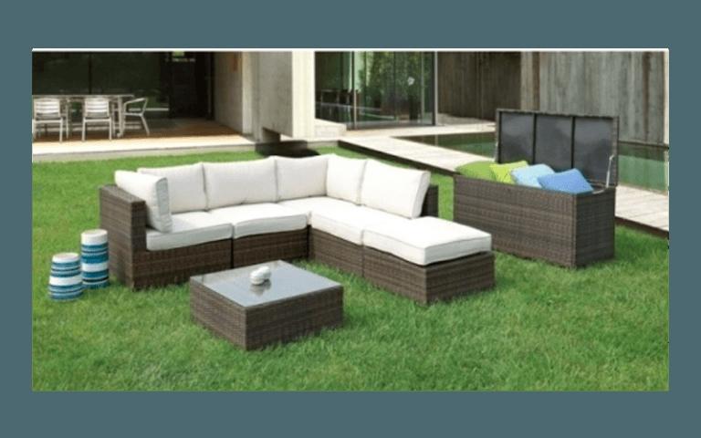 divano ad angolo per giardino con cuscini