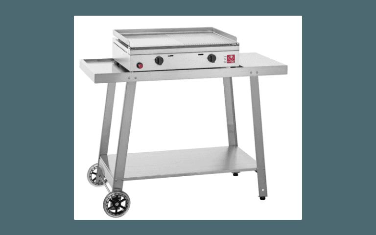 barbecue con piastra di cottura alla plancia