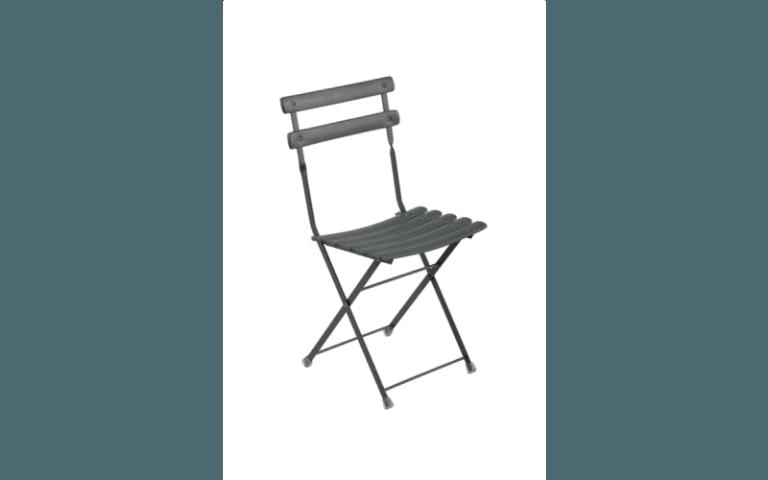 sedia grigia in pvc per uso esterno