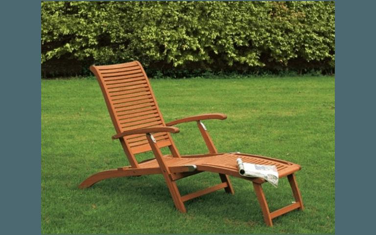sdraio in legno per giardino
