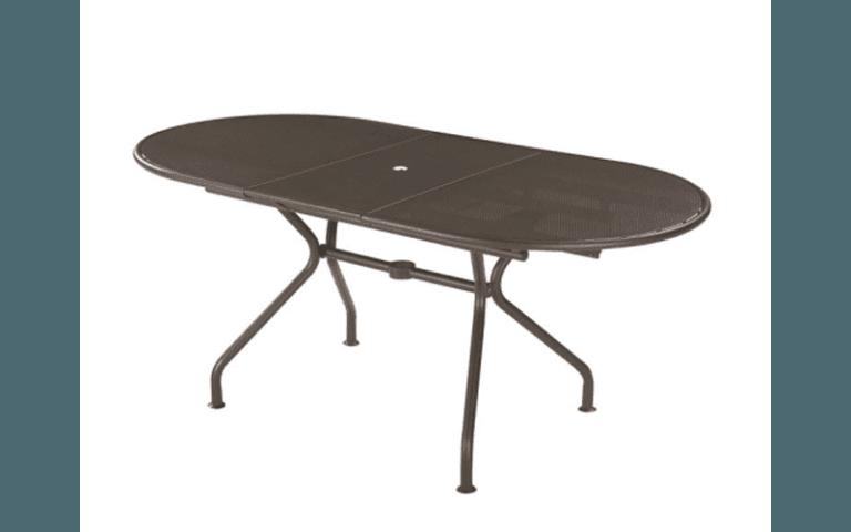 tavolo ovale in legno per esterni