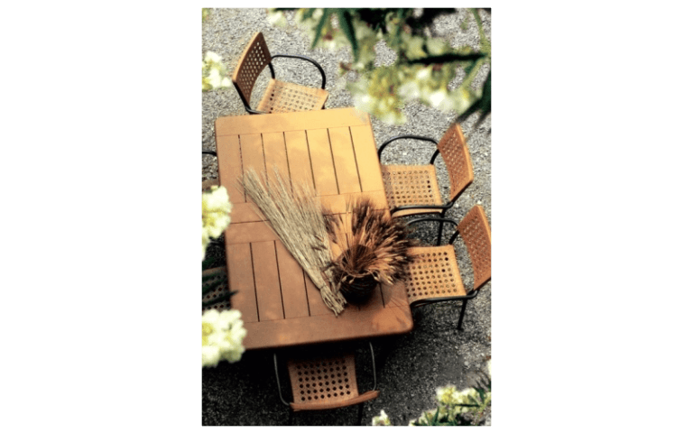 mobili in legno per piscine