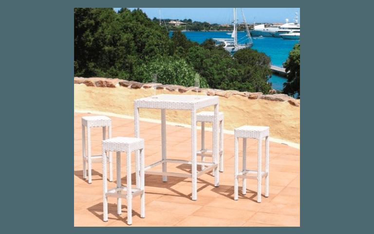 sgabelli con tavolino per terrazze