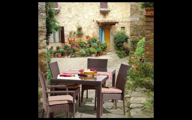 tavoli e sedie per uso esterno