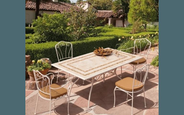 tavolino in ceramica per giardino