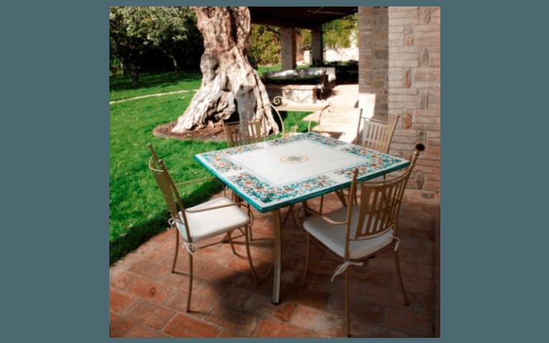 tavolo in ceramica da giardino