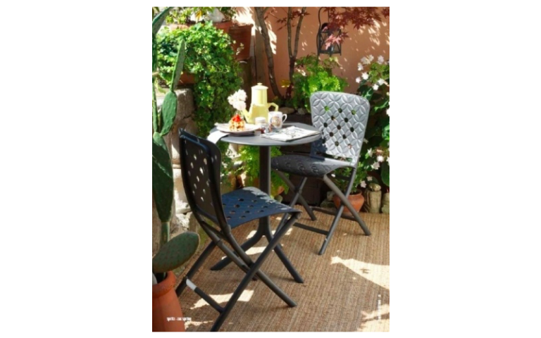 tavolino rotondo nero con sedie