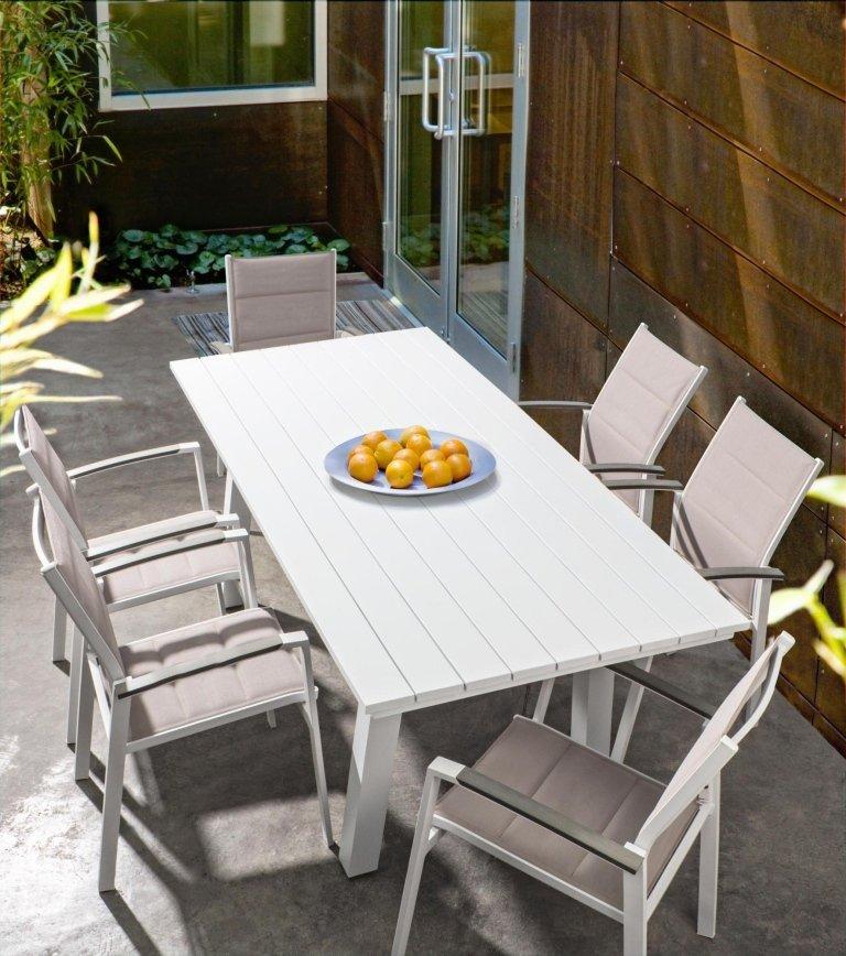 tavolino in legno con per giardino