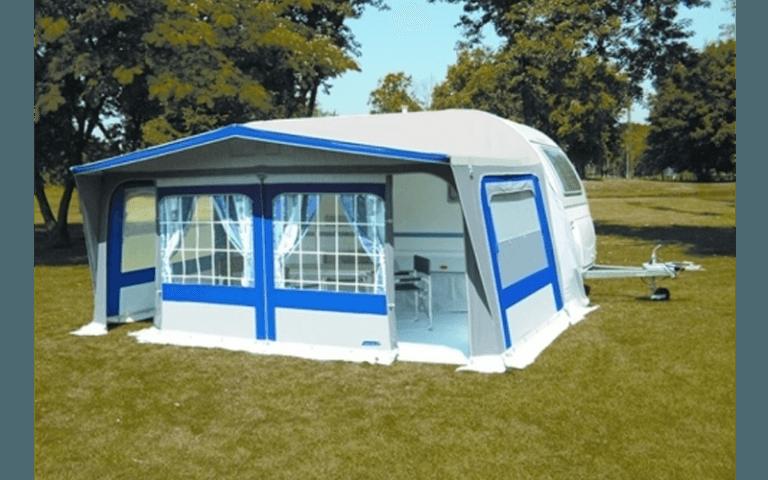 grande tenda bianca con finitura blu