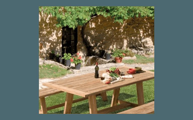 tavolo e panchine in legno
