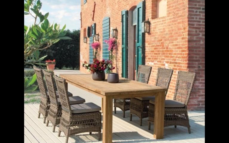 tavolo in legno non lavorato per esterni