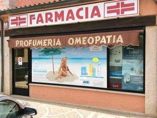Vetrina principale Farmacia Cabras