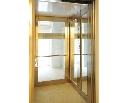 Interno ascensore in vetro