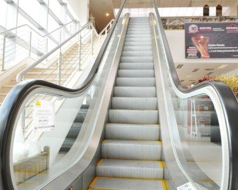 Scale mobili centro commerciale