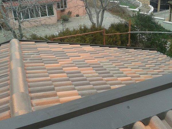 Vista della copertura di una casa a Vaglio Basilicata