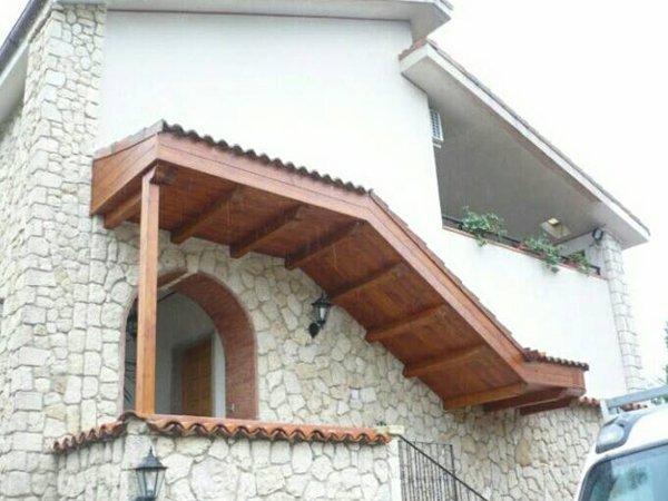 Scale in legno di una casa a Vaglio Basilicata