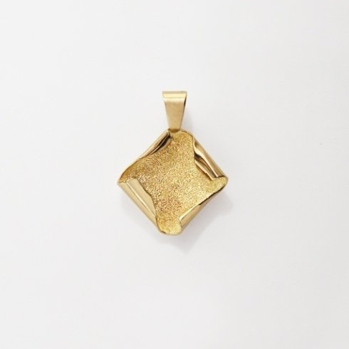 Oro giallo con lavorazione diamantata e lucida