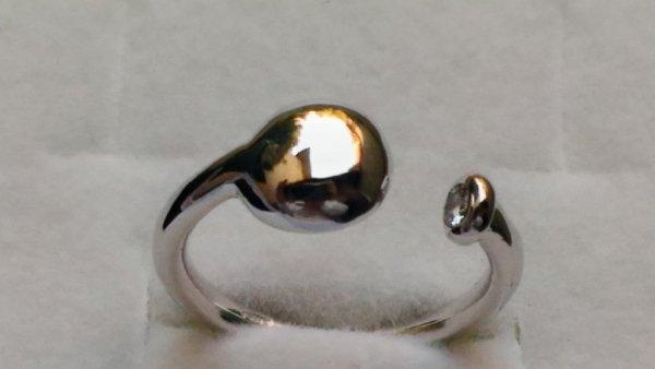 Anello oro bianco con diamantino laterale