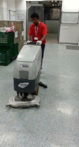 Macchina per la pulizia dei pavimenti a Saronno, VA