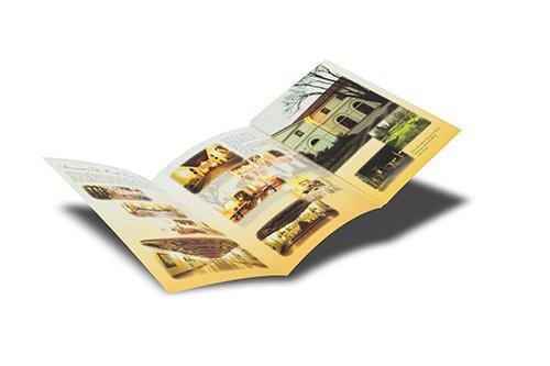 brochure con diverse immagini