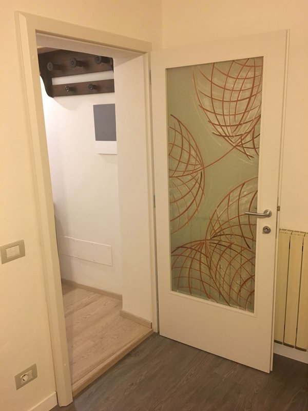 porta bianca decorata
