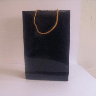 sacchetto nero lucido corde dorate