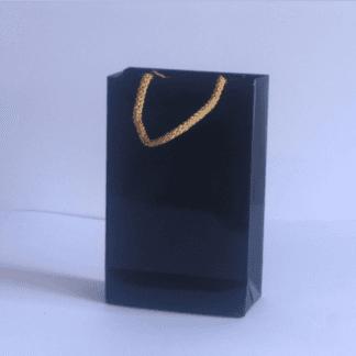 sacchetto nero con corda