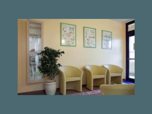 Presso lo studio vengono effettuate cure dentali con attrezzature moderne, di ultima generazione.