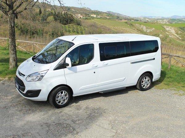Minibus con pedana per disabili