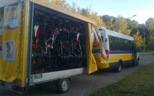 Bus e carrello per trasporto bici
