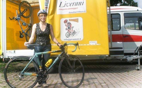 Minibus con carrello per bici