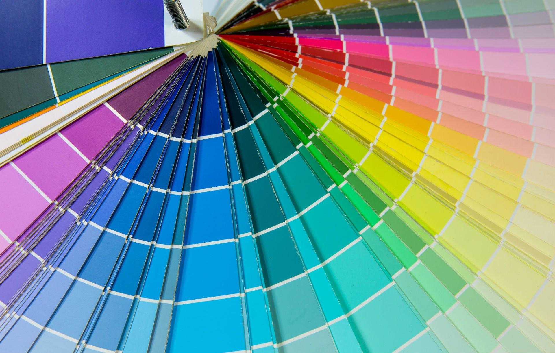 un ventaglio di esempi di colore