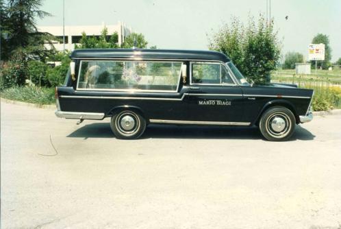 Carro funebre nero del secolo XX del marchio Fiat