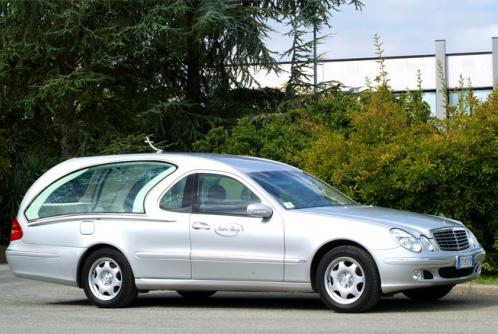Carro funebre grigio chiaro metallizzato del secolo XXI del marchio Mercedes