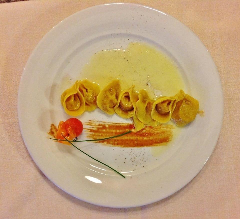 tortelli di pasta fresca con ripieno di vrostacei e burro di malga