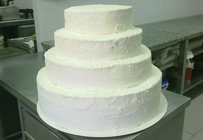 Torta nuziale con panna