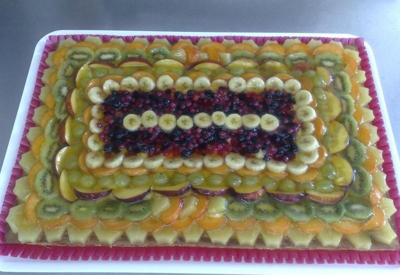Torta ricoperta di frutta