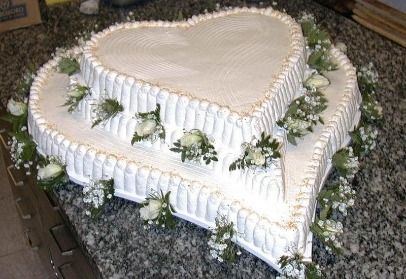 Torta nuziale e forma di cuore
